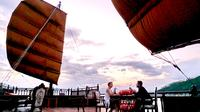 Sunset Cocktail and Dinner Cruise in Nha Trang