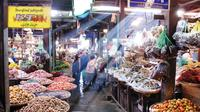 Private Evening Tour: Food, Comedy, Markets and Culture in Mandalay