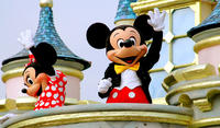 Group Tour: Hong Kong Disneyland Admission with Transfers from Kowloon Area