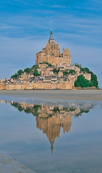 2-Day Mont St Michel and Chateaux Country Tour from Paris