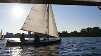 Hamburg Small-Group Sailing Tour with a Private Skipper