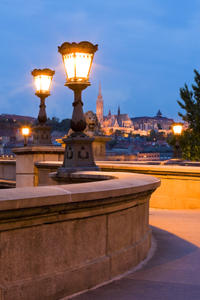Budapest Nightlife Tour with Dinner and Drinks