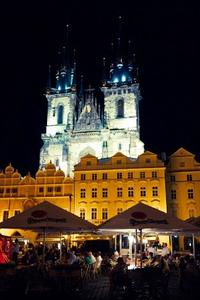 Prague by Night: Small-Group Walking Tour and Vltava River Cruise