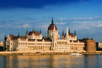 Budapest Combo: Hop-On Hop-Off Tour, Sightseeing Cruise and Hungarian Lunch or Dinner