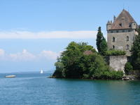 Independent Yvoire Tour and Lake Geneva Cruise with Private Transport from Geneva