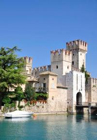 Milan Super Saver: Verona and Lake Garda Day Trip Plus Swiss Alps Bernina Express Rail Tour from Milan