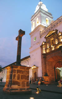 Private Tour: Quito by Night with Dinner