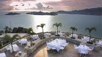Cliff Diver Exhibition and 3-Course Dinner in Acapulco