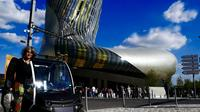 Self-Guided Bordeaux City Sightseeing Tour in an Electric Vehicle with La Cité du Vin Museum Entry Ticket
