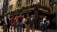 Small-Group Historic Pubs Walking Tour in Soho