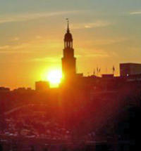 Illuminated Hamburg City Tour and Evening Cruise