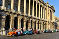 Private Tour: Vintage 2CV Round-Trip Transfer to the Paris Paradis Latin Show