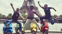 3.5-Hour Private Paris Guided Vespa Tour with Gourmet Break