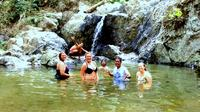 Full-Day Waterfall and Medicinal Trail Tour
