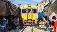 Maeklong Railway Market and Ancient Cat Center Trip from Hua Hin Including Lunch