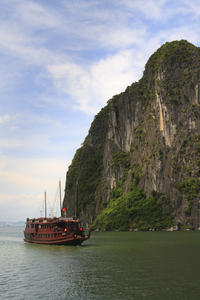 Halong Bay Small Group Adventure Tour including Cruise from Hanoi