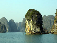 Halong Bay Small Group Adventure Tour including Cruise, from Hanoi