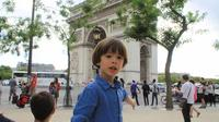 Paris Private Day Tour & Seine Cruise for kids and Families