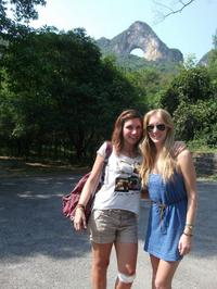 3-Day Tour from Hong Kong to Yangshuo Including Victoria Peak, Chinese Cooking Class and Moon Hill Hike
