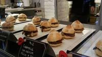 Rione Monti Like a Local: Gourmet Street Food Tour near the Colosseum