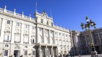 Skip-the-line Royal Palace and City Highlights Bus Tour with authentic Tapas