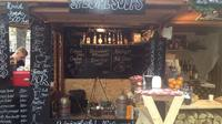 Merry Markets and Mulled Wine Experience in Budapest with Wine Tasting and Traditional Christmas Cake