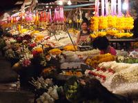 Chiang Mai by Night: Private Tour including Buddhist Chant, Thai Dinner and Night Market Private Car Transfers