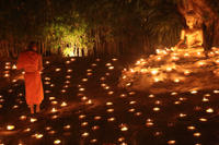 Chiang Mai by Night Private Tour with Candlelit Buddhist Chant, Thai Dinner and Night Market