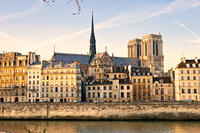 Private Tour: Notre-Dame, Paris Historical Walk and Louvre Museum Guided Tour