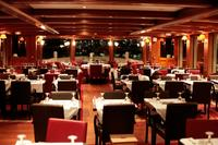 Valentine\'s Day Seine River Cruise with 3-Course Dinner and Live Music