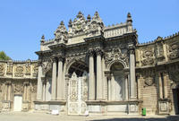 Istanbul Two Continents Tour Including Dolmabahe Palace and Bosphorus Sightseeing Cruise