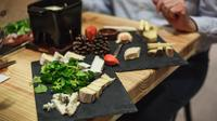 Cheese and Wine Tasting Lunch in a 17th Century Cellar in Paris