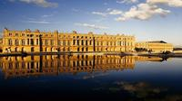Versailles Guided Tour and Priority Access with Hotel Pickup from Paris