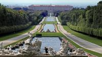 Private Palace of Caserta and Cassino Tour from Sorrento