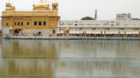 Private Tour: Golden Temple, Jallianwala Bagh and Evening Wagah Border Beating Retreat Ceremony