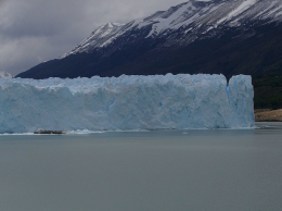 Where Perito Moreno abruptly ends., kellythepea - October 2010