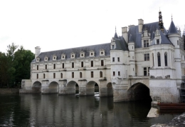 Chenonceau, beautiful even though it is under restoration., Helen L - September 2010