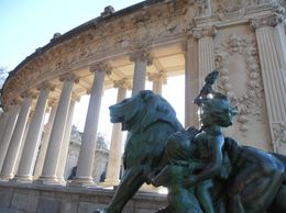 They have tons of cool statues in Retiro, JC - March 2012