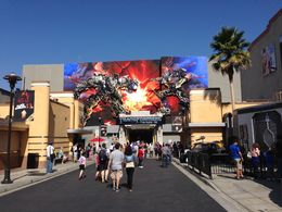 devant l'attraction transformers , Antoine L - October 2013
