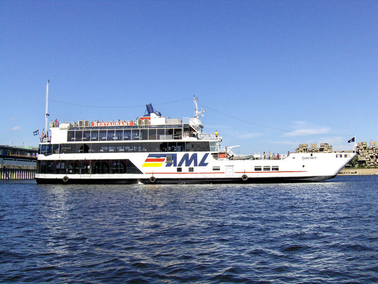 Montreal by Boat: the Cavalier Maxim - Montreal