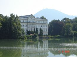 That's the castle where many scenes of the movie were recorded, Olivia Z - August 2009