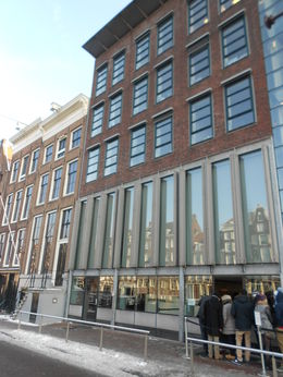 Photo of Amsterdam Amsterdam Hop-On Hop-Off Tour with Optional Canal Cruise Line to enter Anne Frank House