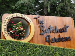 The Big welcome sign upon entering the gardens – makes for a great photo op for groups., Travel61 - August 2011