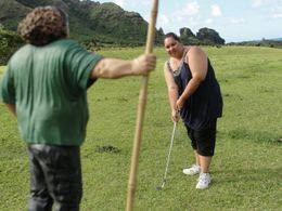 Photo of Oahu Small-Group Oahu TV and Movie Locations Hummer Tour golfing with hurley