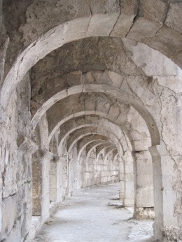 Aspendous theater - Internal arches, Behnam Akhavan - June 2010
