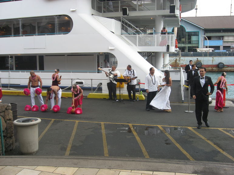 Dancers before the sunset dinner cruise, Oahu - Oahu