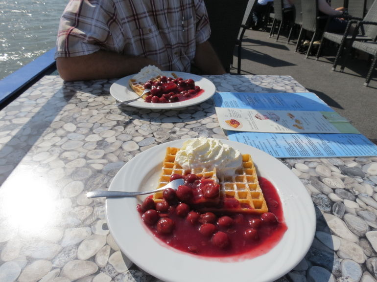 Warm waffles with hot cherries and cream! Very yummy, decently priced and served promptly!
