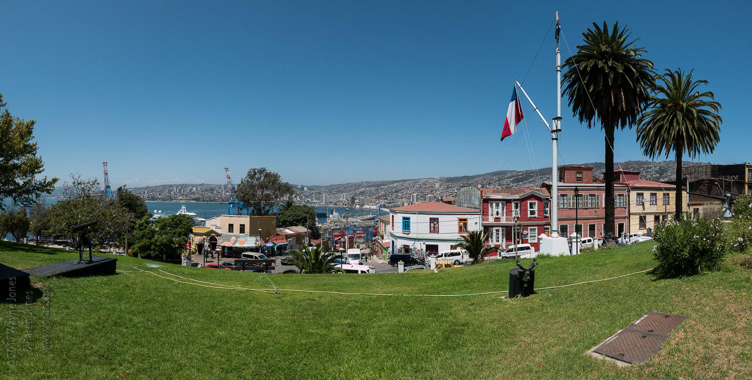 Small-Group Valparaiso and Wine Tour from Santiago