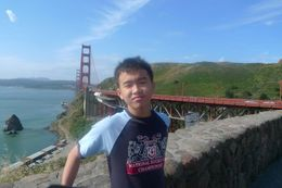 We made a brief stop to take a picture of the grand Golden Gate Bridge., Ngiap Teck T - July 2009