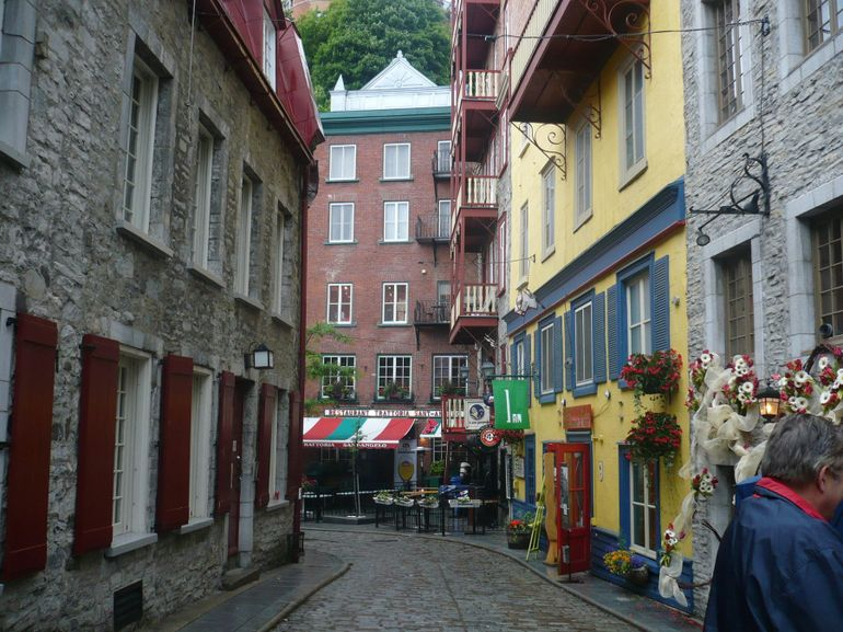 Old Quebec: City buildings - Montreal